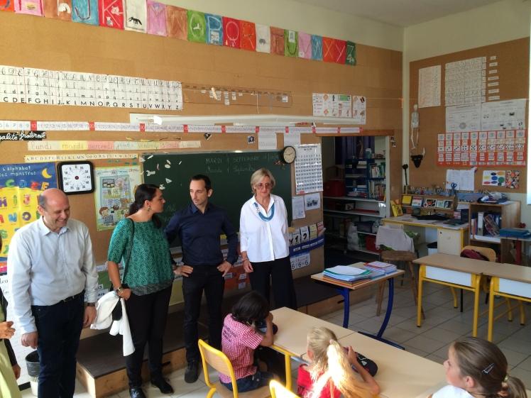 Dans une classe de CM1 de l'école Batisto Bonnet en compagnie du nouveau directeur, Monsieur Perrot.